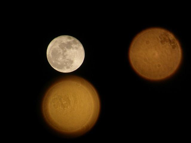 月とイルミ.jpg
