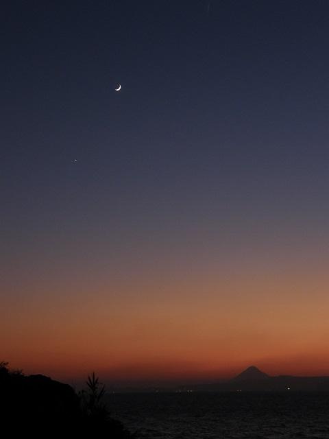 月と開聞岳.jpg