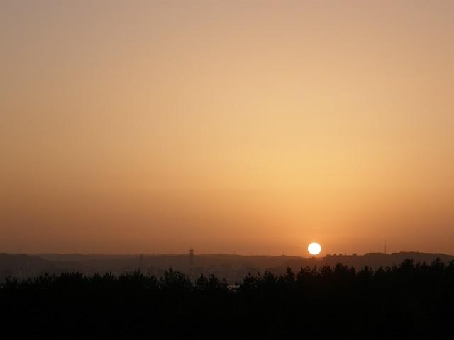 鹿児島市街地に沈む夕日.jpg